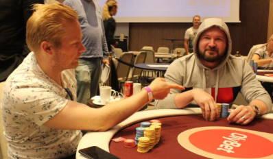Jarttu84 Playing Poker